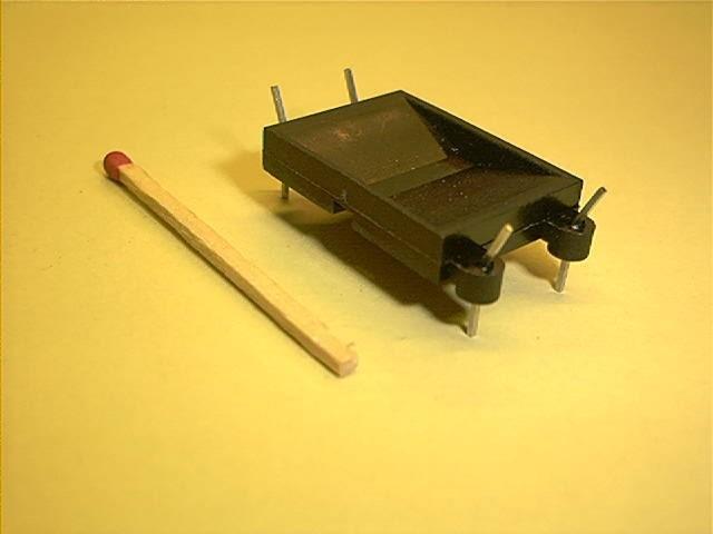 Ringkern-Montagesockel, vertikal, 4 Pins